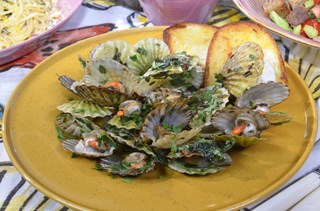 Chili ve Frenk Soğanı ile Sote Edilmiş Deniz Tarağı