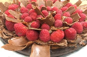 Çikolatalı ve Frambuazlı Dolgulu Brownie