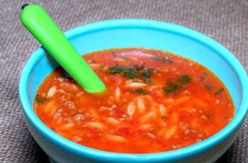 Kıymalı ve  Şehriyeli Domates Çorbası
