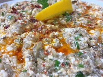 Peynirli Közlenmiş Patlıcan Salatası