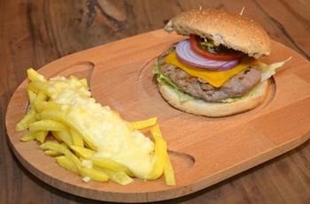 Şefin Hamburgeri Soslu Parmak Patates İle