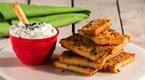 Bayat Ekmekten Baharatlı Çubuklar ve Salatalık Sosu
