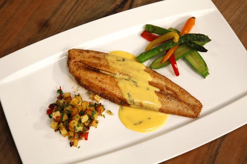 Bernez Soslu Dil Balığı (Sote Patates ve Minyatür Sebzeler Eşliğinde