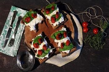 Burrata Peynirli Bruschetta
