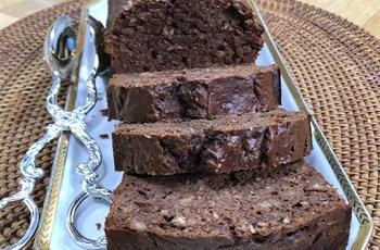 Dut Kurulu ve Çikolatalı Kek