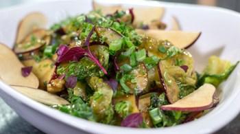 Elmalı ve Körili Tavuk Salatası