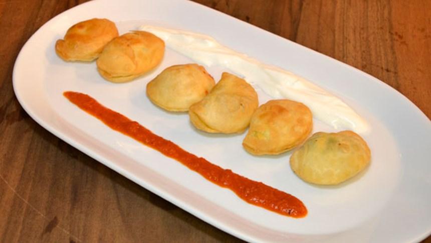 Fincan Veya Puf Böreği (Meze Sofrası)