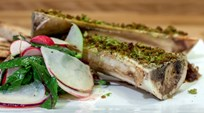 Fırında Kızarmış İlik, Soğan Reçeli ve Turp Salatası