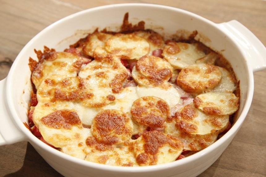 Fırında Sosisli Patatesler Tarifi