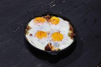 Fırında Sucuklu Yumurta