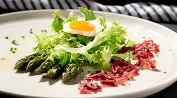 Kuşkonmazlı Frize Salata