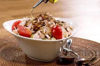 Füme Hindili Avokadolu Salata