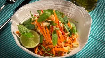 Acılı Lahana Salatası  (Goi Bap Cai)