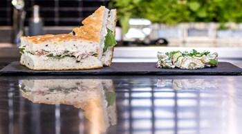 Hindi Konfit ve Gravyerli Foccacia Sandviç