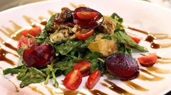 Mandalina Soslu, Karamelize Elmalı Roka Salatası
