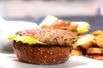 Kinoalı Tavukburger