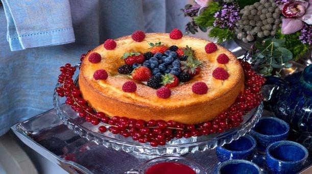 Kırmızı Meyveli Pasta