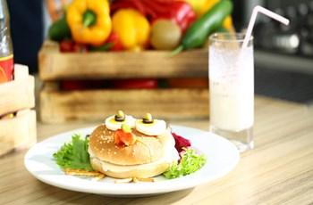 Kuş Burger Ve Ballı Muzlu Süt
