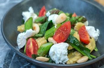 Kuşkonmazlı, Bebek Mısırlı Ispanak Salatası