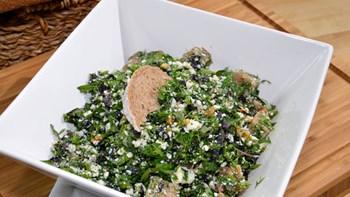 Lorlu Cevizli Ot Salatası