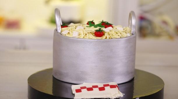 Makarna Temalı Pasta