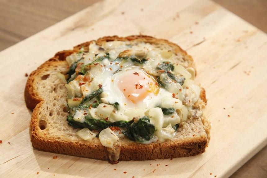 Mantarlı Ispanaklı Yumurta Tarifi