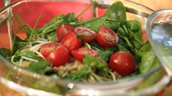 Mercimekli ve Ispanaklı Salata