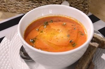 Mozarellalı Tatlı Kırmızı Biber Çorbası