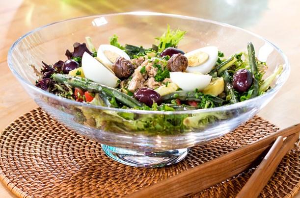 Somonlu Nisuaz Salatası Tarifi