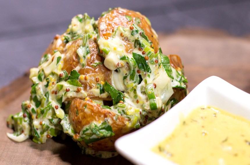 Otlu ve Sarımsaklı Taze Patatesler