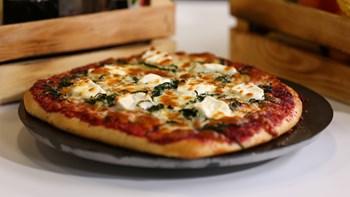 Keçi Peyniri, Lahanalı ve Pancar Pestolu Pizza