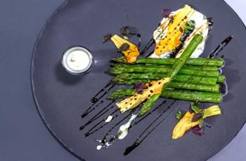 Parmesan Kremalı Kuşkonmaz Salatası