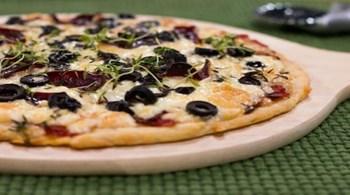 Pastırmalı ve Zeytinli Pizza