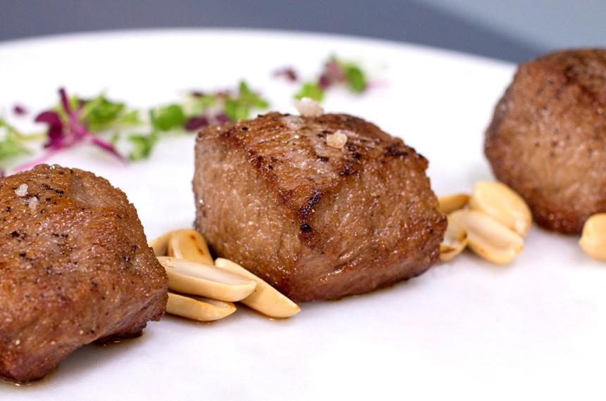 Patlıcan ve Zeytin Püreli Kuzu Pirzola