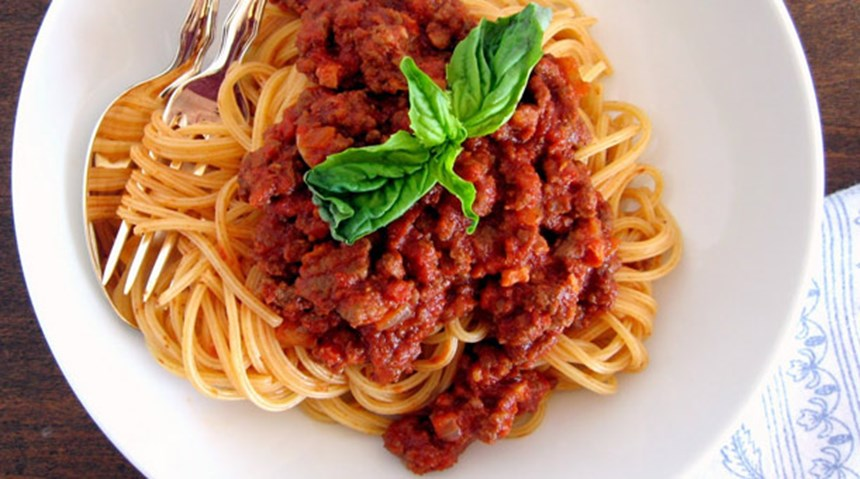 Pembe Domates Soslu Spagetti Bolonez