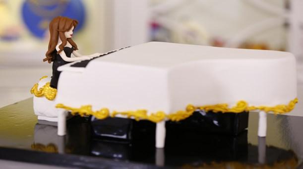 Piyano Çalan Kız Temalı Pasta