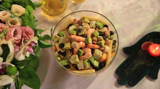 Sebzeli ve Jumbo Karidesli Salata Tarifi