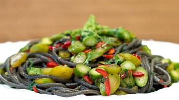Siyah Sarımsak, Kuşkonmaz, Meksika Biberi ve Mürekkepli Spaghetti