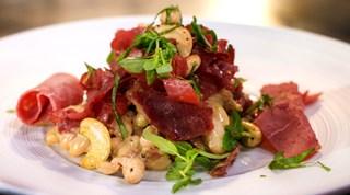 Soğan Soslu Füme Etli Fasulye Salatası