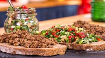 Sucuk İçi & Kahvaltılık Kırmızı Köz Biber Salatası