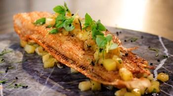 Tavada Dil Balığı; Kereviz ve Patates Sote ile