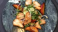 Tavuk Göğsü, Salatalık ve Şeftali Salatası