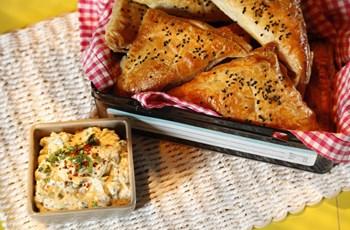 Tavuklu ve Sebzeli Börek