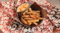 Tırtıklı Patates Kızartması ile Cheddar Sos Tarifi