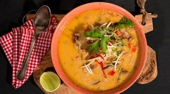 Tom Kha Gai  (Hindistan Cevizli Tavuk Çorbası)