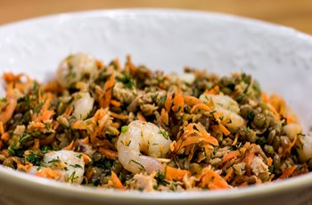 Ton Balıklı ve Karidesli Mercimek Salatası