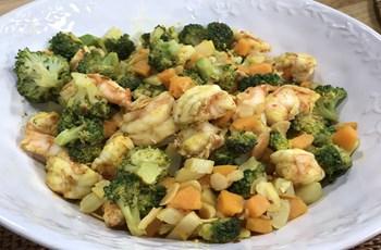 Tatlı Patatesli ve Karidesli Brokoli Salatası